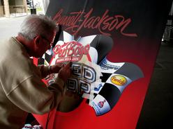 Gary airbrushing the new Pep Boys new logo at the Barrett Jackson auction
