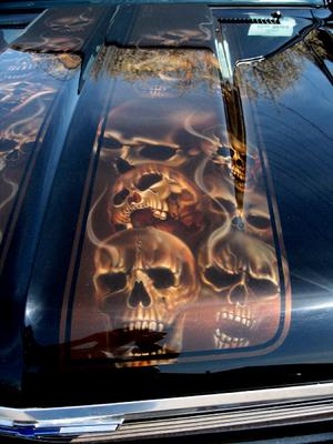 DETAIL- AIRBRUSHED skulls on Nova hood race stripe